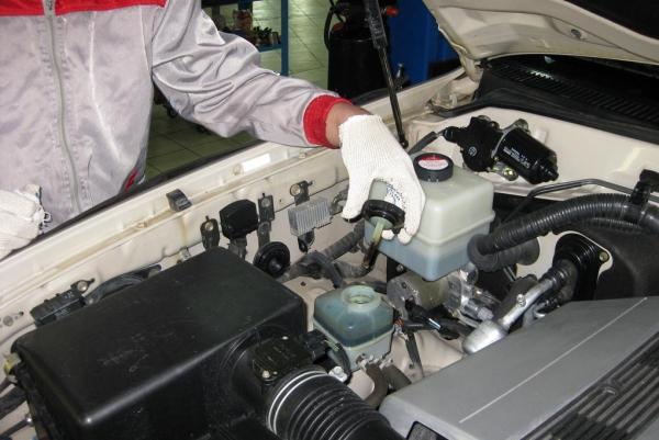 汽车制动液更换服务