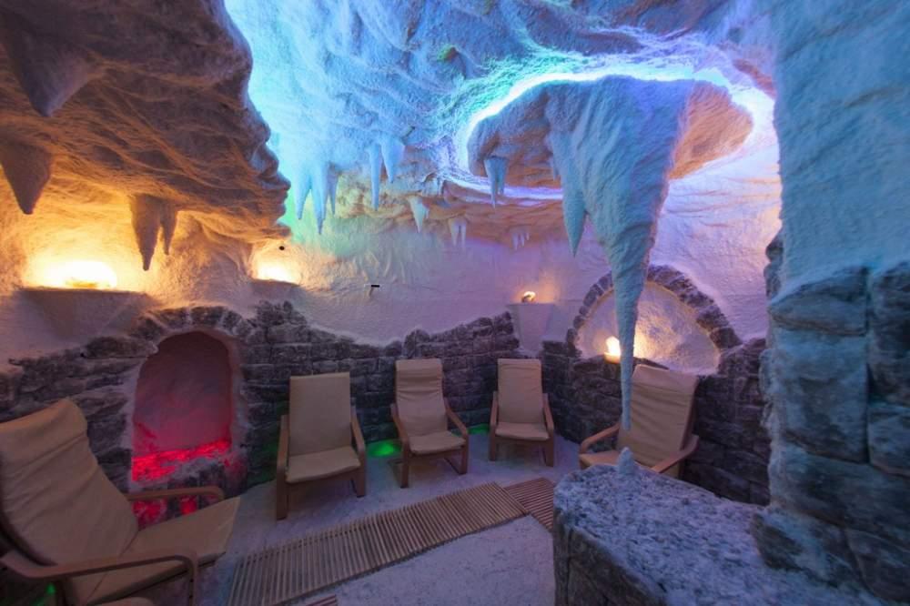 Construction of a salt cave
