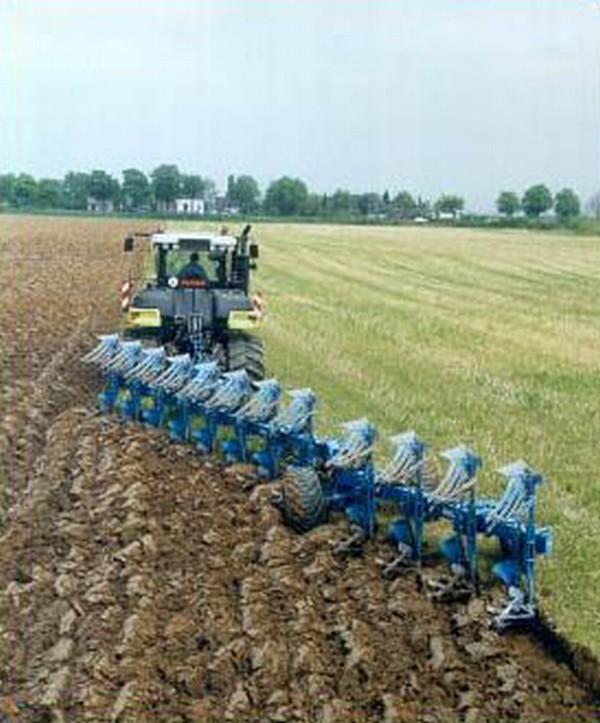 Заказать Услуги по обработке земли трактором и мотоблоком: вспашка, фрезировка, культивация, дисковка