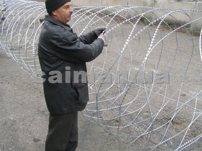 Заказать Строительство, установка заборов и ограждений на участке, колючая проволока Егоза