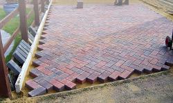 Заказать Укладка тротуарной плитки на бетонное основание