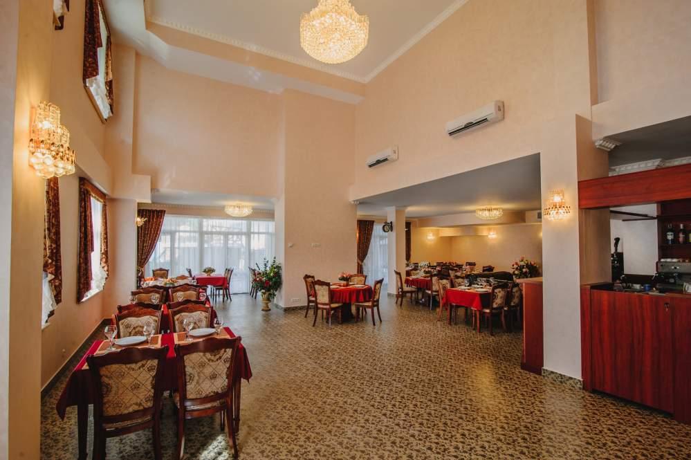 Заказать Банкетный зал отеля Александрия