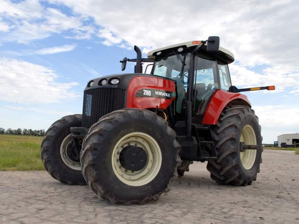 Заказать Возьмем в аренду трактор 300 л.с.