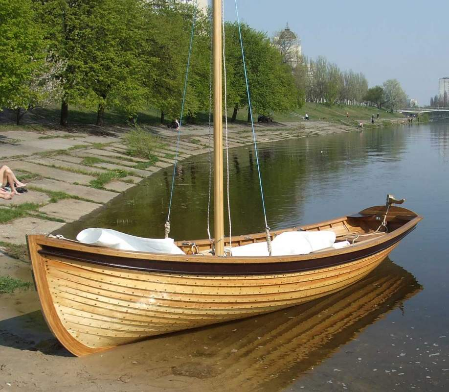 купить маленькую деревянную лодку