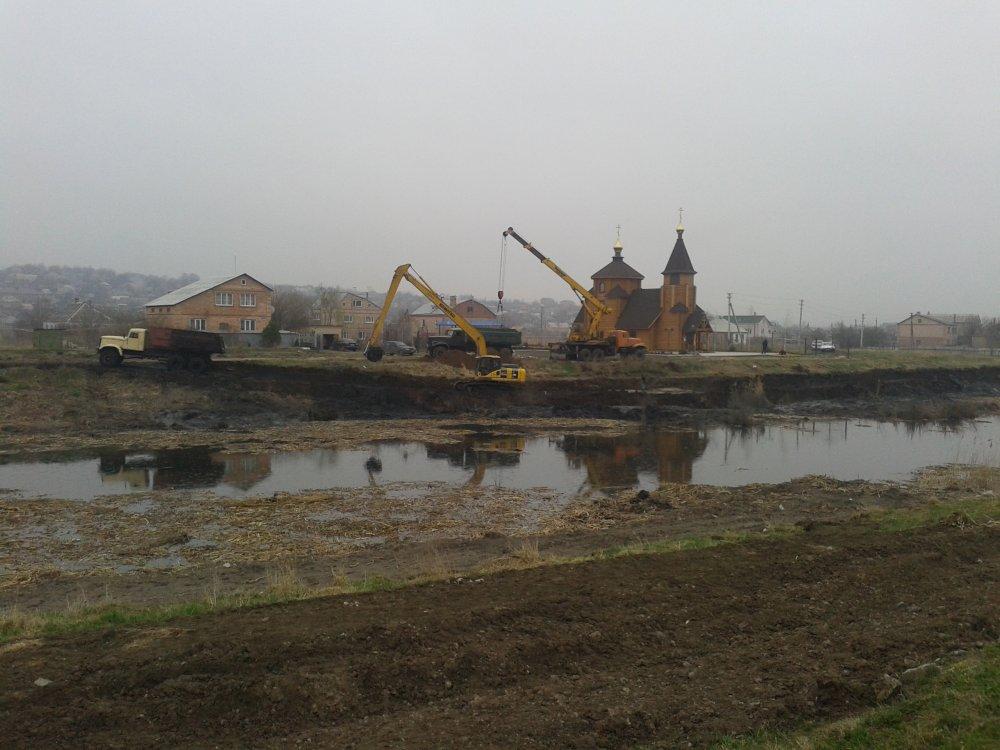 Заказать Земляные работы разработка грунта рытье котлованов траншей водоемов озер