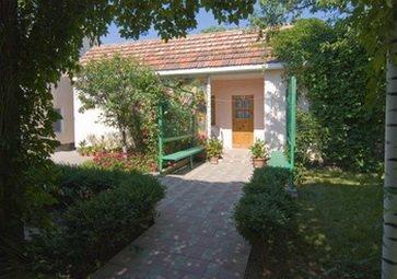 Заказать Отдельный домик с кухней для отдыха на море в Крыму №9.