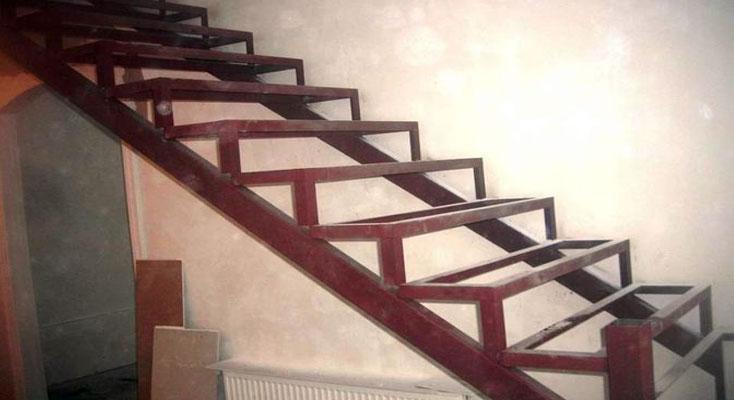 Заказать Обшивка лестниц деревом Киев
