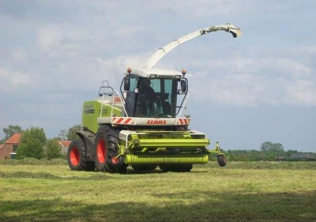 Заказать Уборка кукурузы на силос и подбор травы