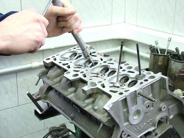 The block of cylinders - repair of DAF