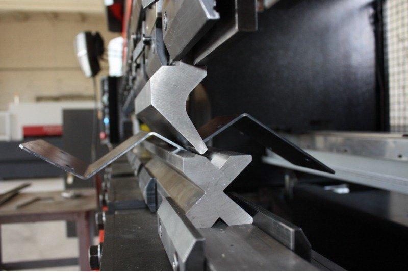 Заказать Услуги по правке и рубке металлических листов