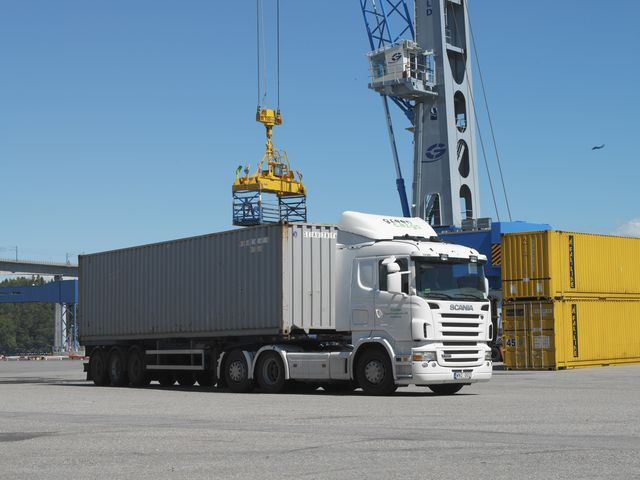 نقل البضائع بالشاحنات