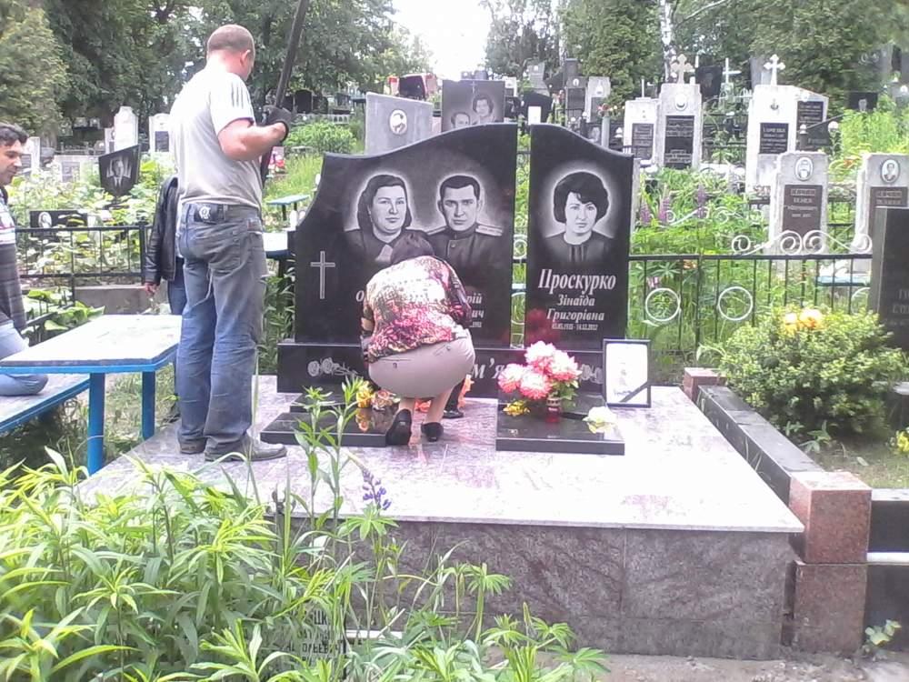 Заказать Установка памятника на кладбище