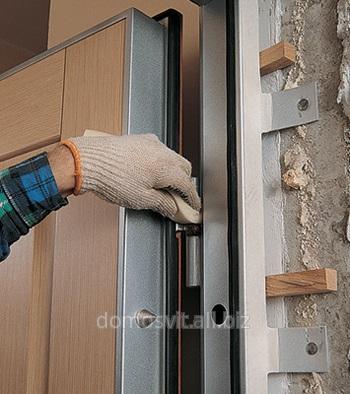 Монтаж и установка дверей для дома, Киев