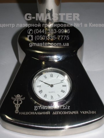 Лазерная гравировка настольных часов
