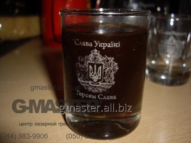 Гравировка герба Украины на стекле