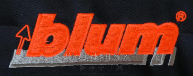Заказать Машинная или компьютерная вышивка на: Кепках; На любых тканях; Готовых изделиях (футболках); Этно-вышивка; Вышивка шевронов, шнуром и пайетками. Нанесение логотипа и брендирование продукта