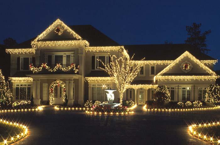 Заказать Украшение фасада дома на Новый год, здания ресторана, офиса, магазина