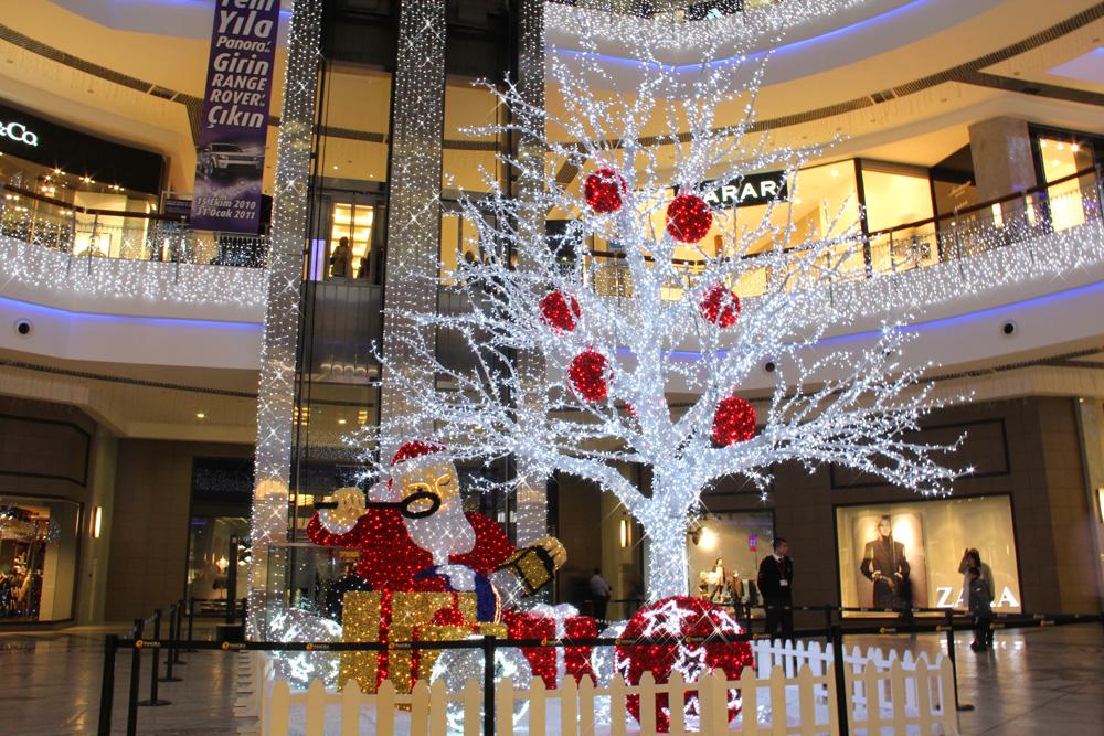Заказать Новогоднее оформление светодиодными гирляндами торговых центров