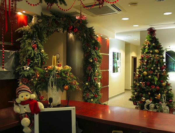 Заказать Новогоднее украшение помещения/здания офиса