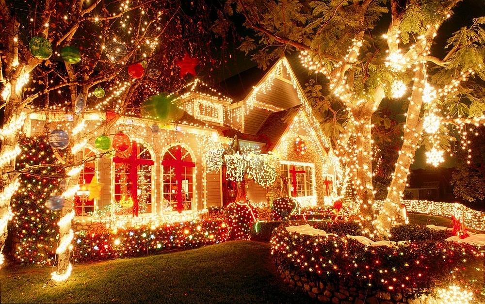 Заказать Новогоднее украшение фасадов зданий