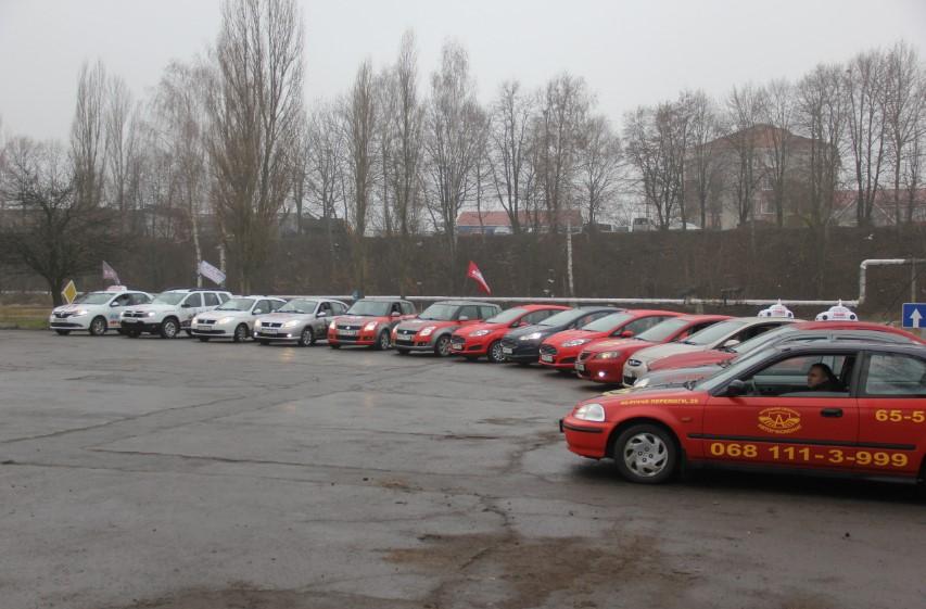 Заказать Народный бренд - сеть автошкол ВОАУК, обучаем водителей всех категорий.