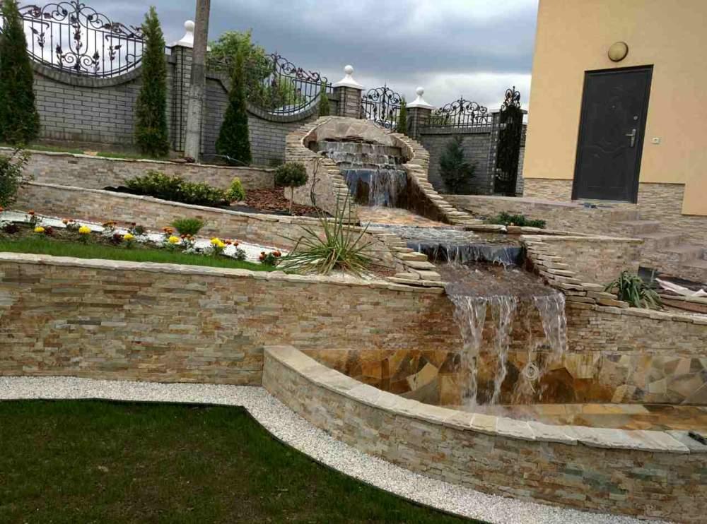 Заказать Декоративный водопад во дворе