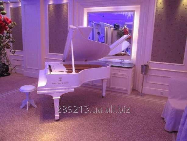 Заказать Аренда белого рояля в Киеве