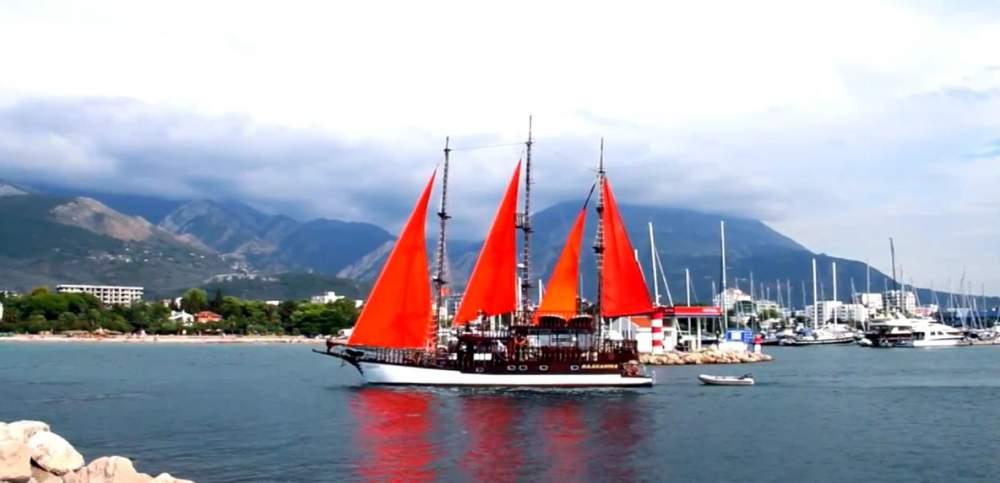 Заказать Аренда яхты с красными парусами