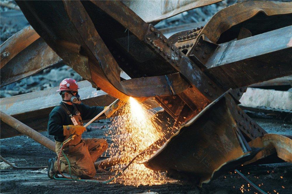 Заказать Демонтаж металлоконструкций, порезка металлолома.