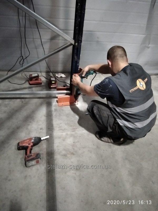 Анкерение стеллажных систем на анкерный болт к полу