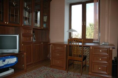Заказать Изготовление мебели и эксклюзивных элементов декора под заказ из натурального дерева. Двери, лестницы, письменные столы, спальни, кабинеты, гостиные, кухни.