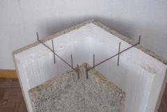 Construction with a fixed timbering from