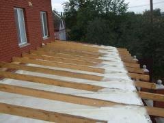 Waterproofing of roofs by means of polyurethane