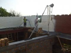 Waterproofing of the bases putting polyurethane