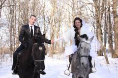 Карета с конным эскортом