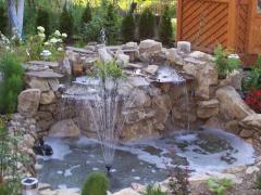 el mecanismo de los estanques los arroyos y las cascadas en el jardn kiev las cascadas decorativas las fuentes decorativas y las cascadas