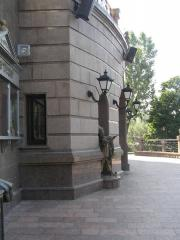 Облицовка фасадов мрамором и гранитом