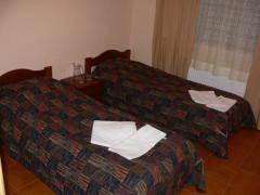Гостиничные номера: однокомнатные двухместные, стандартный номер Эко-курорт «Изки»
