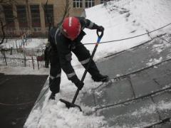 Cleaning of roofs of snow and frost is a safety of