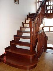 Изготовление деревянных лестниц по индивидуал