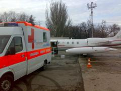 To transport the bed patient in the airpor