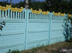 Delivery and installation of a concrete fence,