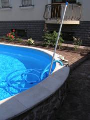 Service of pools (cleaning, filtration)