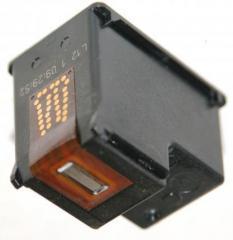 Заправка черного картриджа струйного принтера.