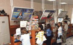 Реклама в почтовых отделениях Украины, реклама на монетницах, на плакатах, на подставках, на столиках в операционной зоне,на воблерах, наклейках в кассовой зоне, на одно- или двухсторонних штендерах, на корпоративных стойках, на монетницах