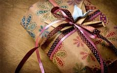Ручная упаковка подарков и сувениров