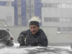 Cleaning of snow from roofs, removal of icicles