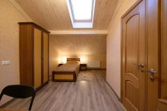 Comfortable single hotel room in the BRECh tourist
