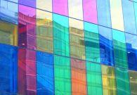 Pokleyka of a decorative film on glass