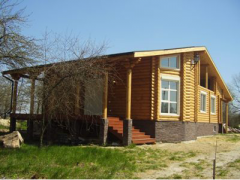 Construction of hunting lodges from a felling,